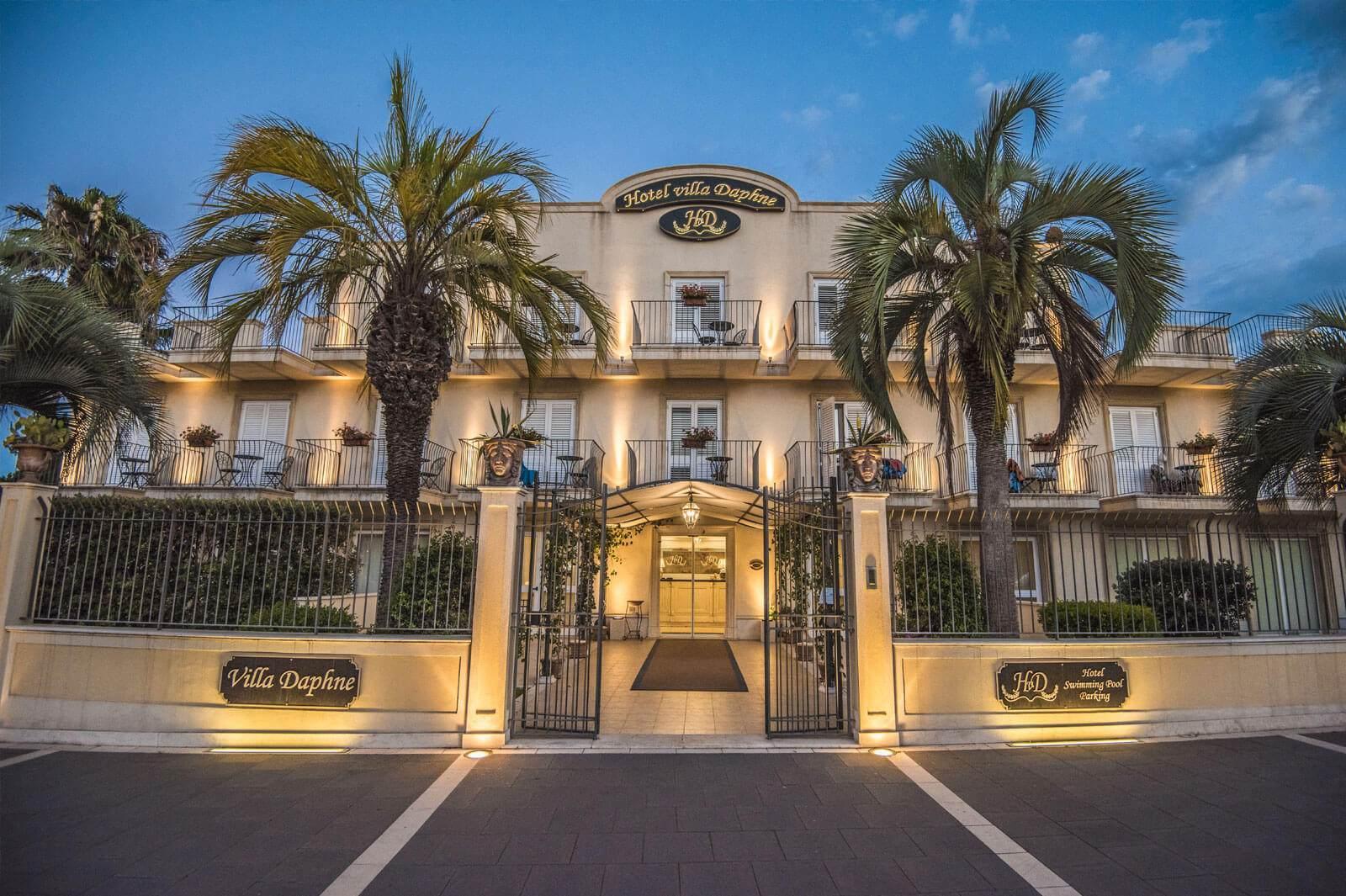 Hotel villa daphne beachfront hotel sicily hotel villa for Hotel villa taormina