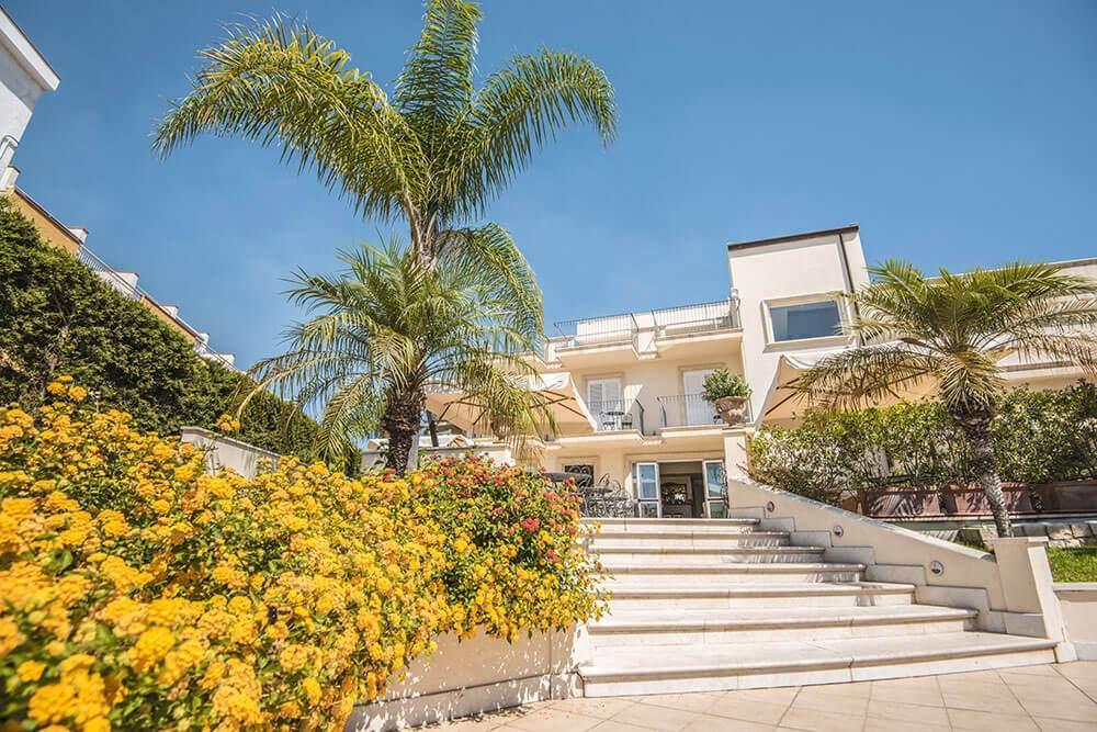 Villa daphne giardini naxos. Hasznos információk